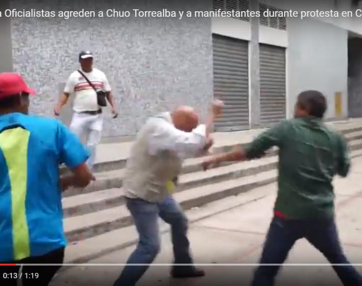 Atacaron a piedras y a golpes a Chúo Torrealba durante protesta en Corpoelec