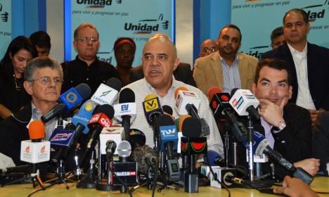 MUD entregó firmas a favor del revocatorio al CNE