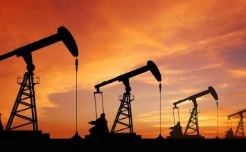 Precios del petróleo retroceden ante un dólar en alza