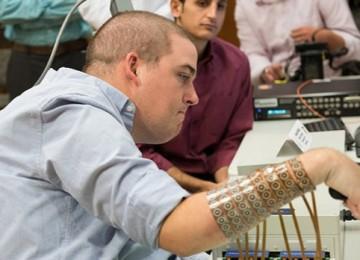 Un hombre tetrapléjico logra recuperar la movilidad de una de sus manos