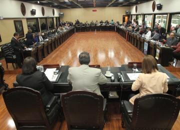 Parlamento de Costa Rica rechaza medidas de Maduro
