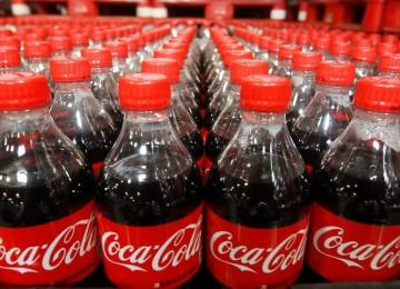 Por renovación de embotelladoras en EEUU ganancias de Coca-Cola caen 20%
