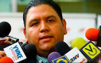Rector Rondón recibe documento de la marcha opositora