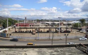 Turba saquea Mercado Mayorista de Maracay