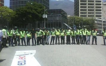 Fuerzas de seguridad impiden a manifestantes llegar a Plaza Venezuela