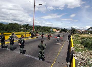 Gobernador colombiano asegura que tránsito fronterizo se restablecerá en octubre
