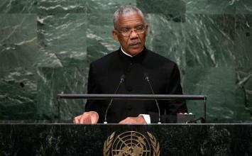 "Presidente guyanés acusa a Venezuela de ""intensificar agresiones"""