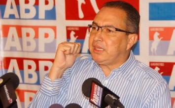 Richard Blanco reconoce que aspira a la Alcaldía de Caracas