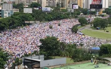 Así está el Distribuidor Altamira, epicentro de la protesta opositora en Caracas (+ Fotos)