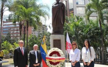 Embajada de Polonia hace ofrenda floral en homenaje a Juan Pablo II