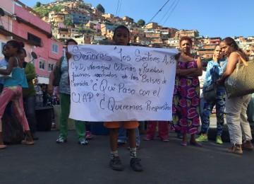 Protestan por exclusión de los CLAP en Cota 905 y El Paraíso