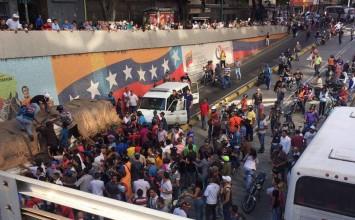 Saquean camión de azúcar en La Hoyada