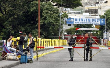 Transcurre flujo peatonal por frontera con Colombia de forma normal