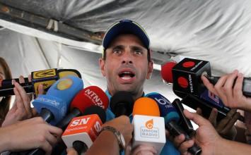 Capriles aseguró que el gobierno abandonó la mesa de diálogo