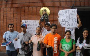 Estudiantes protestaron en embajada de España para exigir cumplimiento de acuerdos del diálogo