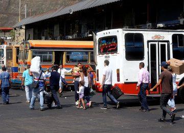 El Nacional: Usuarios hacen colas de hasta 4 días para viajar