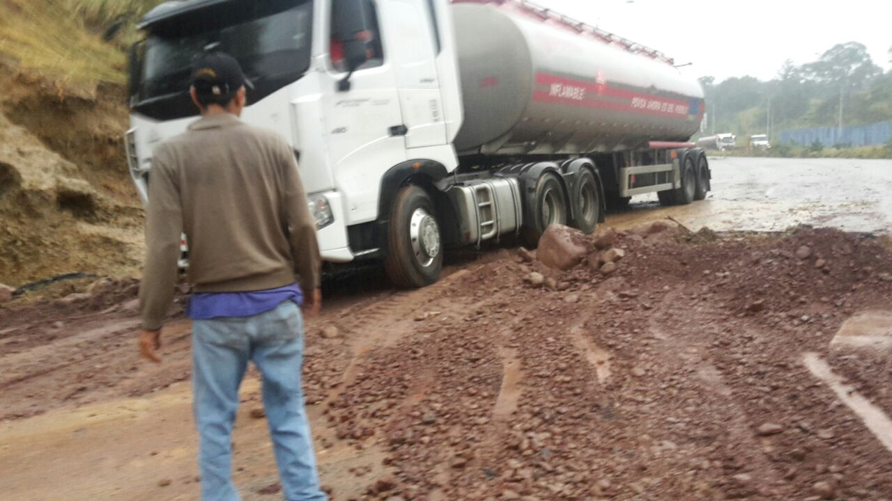 Reparan tubo matriz que dejó sin agua y paso a Táchira
