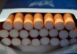Francia busca limitar el consumo de cigarrillos con más impuestos