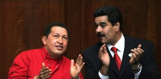 Venezuelan President Hugo Chavez (L) and
