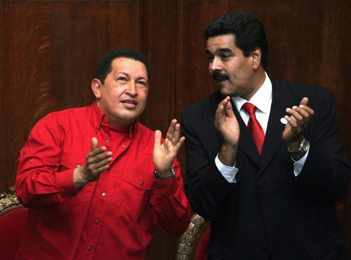 Venezuelan President Hugo Chavez (L) and