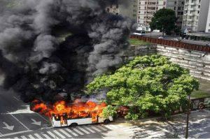 autobus quemado en Altamira
