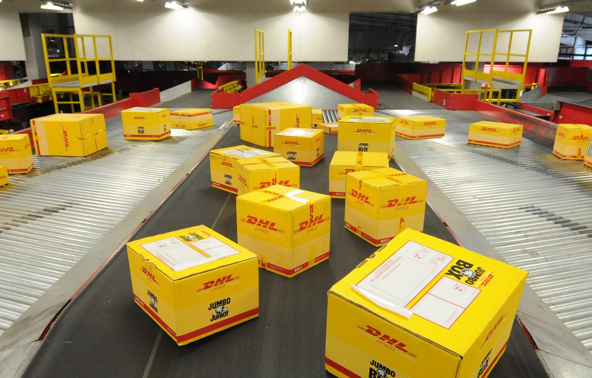 Empresa de encomiendas DHL suspende envío de mercancías hacia Venezuela