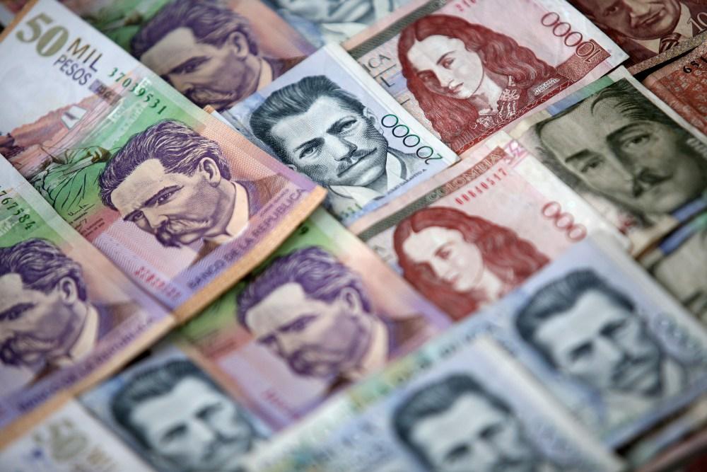 Peso Colombiano Sube 0 17 A 2 903 70 Por Dólar