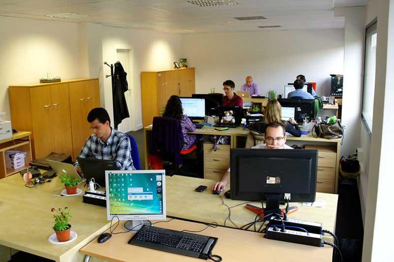Hay 4 3 millones de empleados en el sector formal de la for Oficinas deloitte