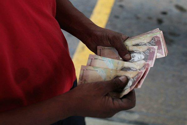 Venezuela cierra el año con 2.700% de inflación y falta de alimentos