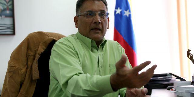 Juan Arias ministro de Industrias Básicas