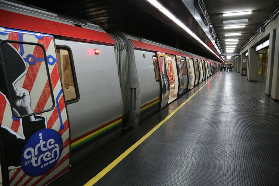 Metro de Caracas suspendió su servicio en dos estaciones por maletín abandonado