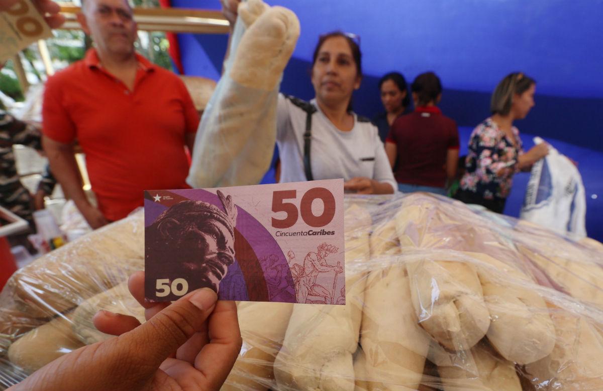 Venezuela lanza su nueva moneda para comprar comida