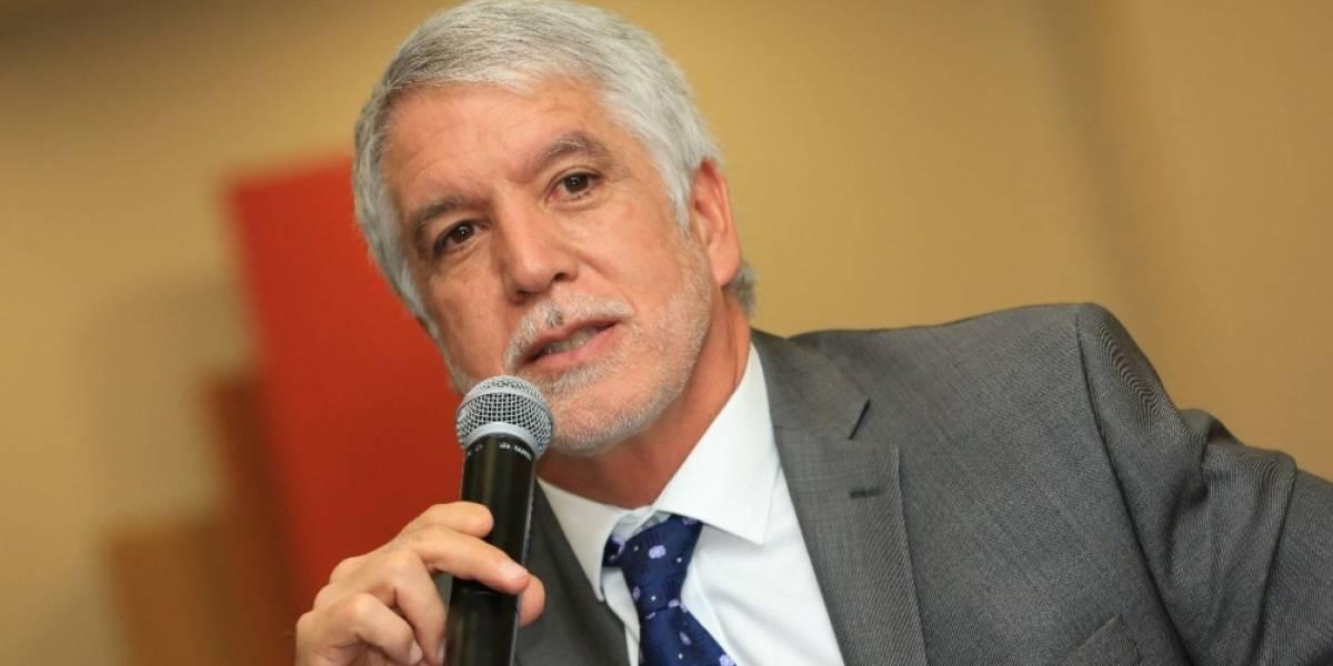 Alcalde de Bogotá pidió nacionalizar automáticamente a venezolanos que lleguen a Colombia