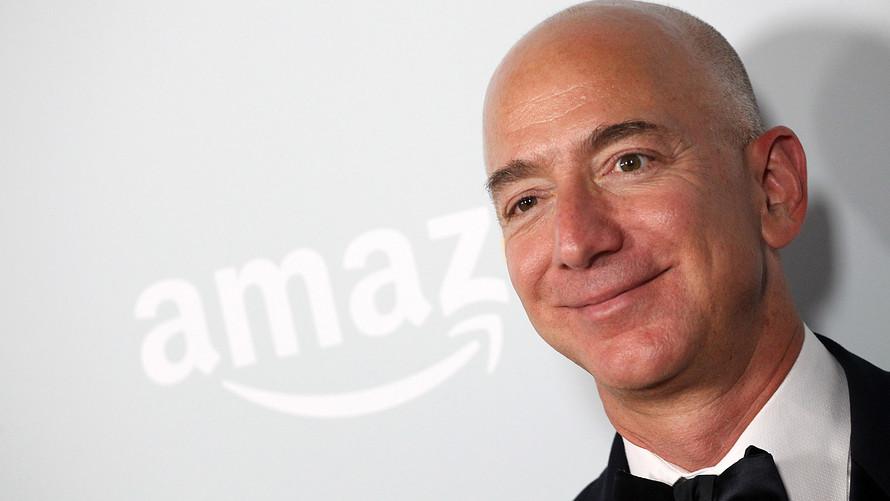 Jeff Bezos es el hombre más rico en décadas: Bloomberg