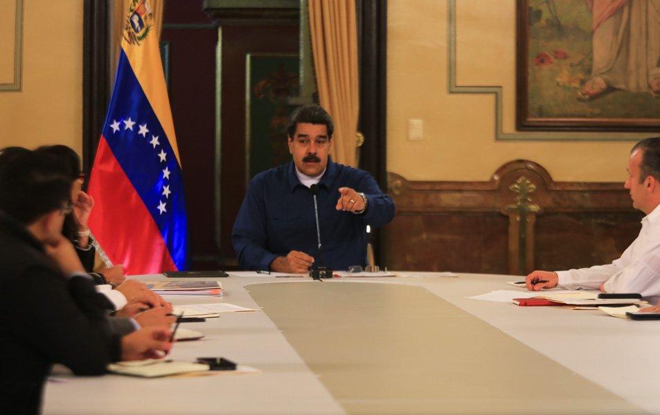 Venezuela oficializa la devaluación y no proveerá de divisas