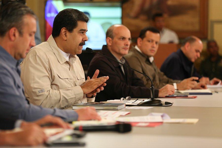 Petros adquiridos hasta fin de año podrán cambiase por divisas, dice Maduro