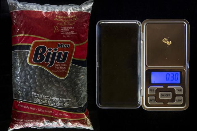 Un kilogramo de caraotas negras: 0.30 gramos de oro ($ 6.00)