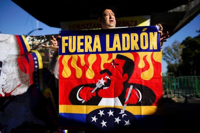 A Maduro lo recibieron con abucheos en Congreso de México