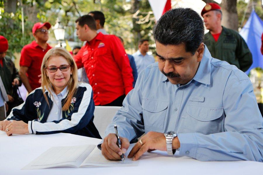 Se le va la luz a Maduro en plena conferencia de prensa