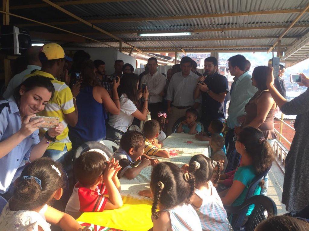 Guaidó entregó ayuda humanitaria a los niños de Petare #12Abr