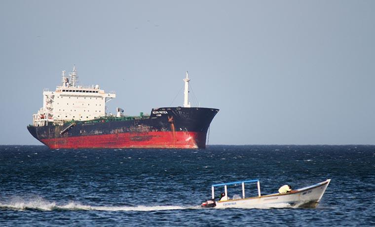 Irán advierte que responderá amenazas a sus petroleros