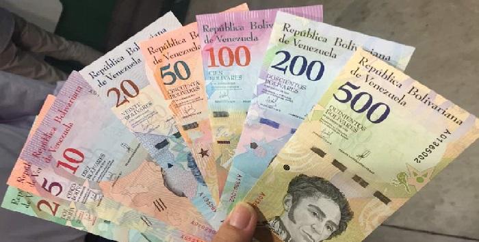 Maduro lanza tarjeta para comprar medicinas con Petros