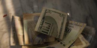 bolívares y dólares