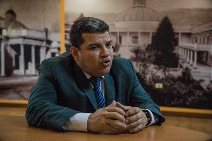 Unión Europea sancionó a Luis Parra y a otros 10 altos funcionarios