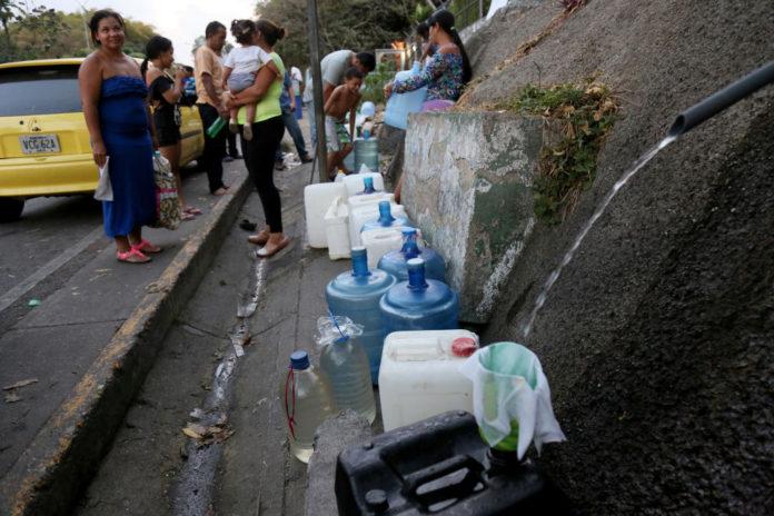 sin servicio de agua