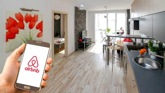 """CEO de Airbnb: """"Pasamos 12 años construyendo la compañía y perdimos casi todo en 6 semanas"""""""