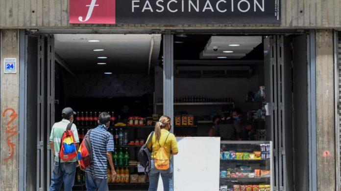 Zapaterías sustituyen el calzado por la venta de comida en plena pandemia de covid-19