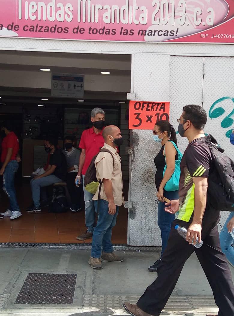 Caraqueños desbordan las calles en el último día de flexibilizacion de la cuarentena