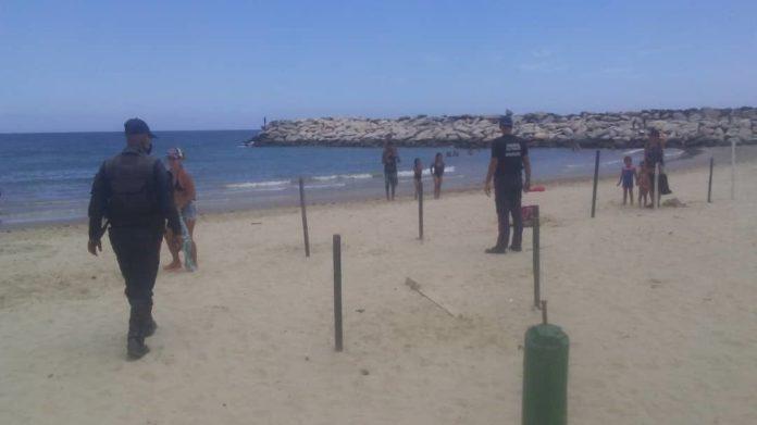 Multaron a 215 personas por bañarse en playas de La Guaira