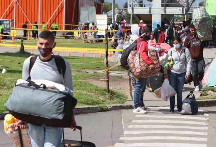 Más de 1.000 venezolanos han sido desalojados en Bogotá este mes según la Fundación Juntos Se Puede